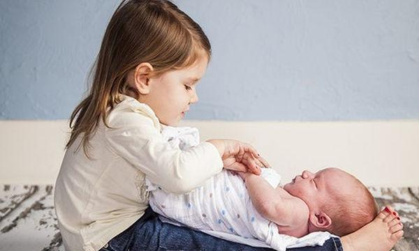 Δεύτερο και πρώτο παιδί: Οδηγός επιβίωσης αρμονική συμβίωση