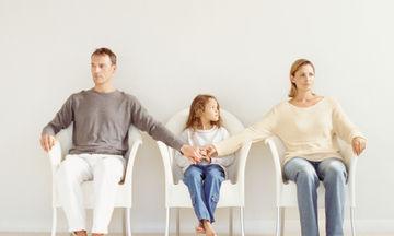 Εναλλαγή των γονέων στην επιμέλεια των παιδιών: Τι σημαίνει η σημαντική δικαστική απόφαση