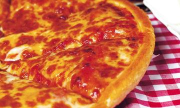 Εύκολη σπιτική πίτσα για να απολαύσετε τις ελληνικές ταινίες για την 28η Οκτωβρίου