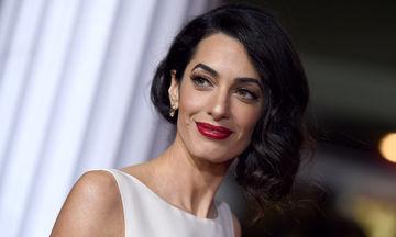 Amal Clooney: Αγνώριστη με άφρο μαλλί και εμφανώς αδυνατισμένη (photos)