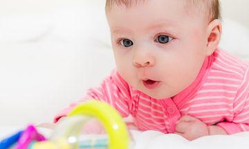 Ποιο αντανακλαστικό του μωρού χάνεται από τον πέμπτο μήνα της ζωής του;
