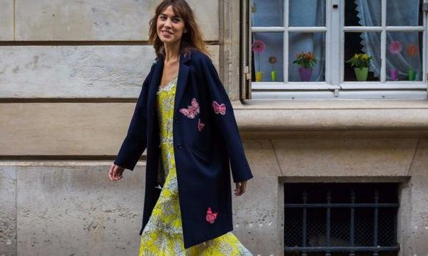 Slip Dress: Αν νομίζεις πως φοριέται μόνο το καλοκαίρι είσαι γελασμένη