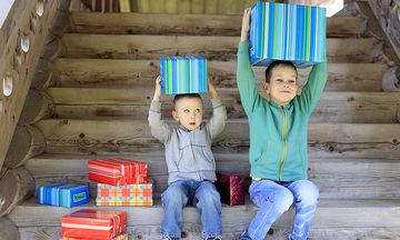 Αδελφική ζήλια: Όταν το ένα παιδί ζηλεύει το άλλο, τι μπορούν να κάνουν οι γονείς