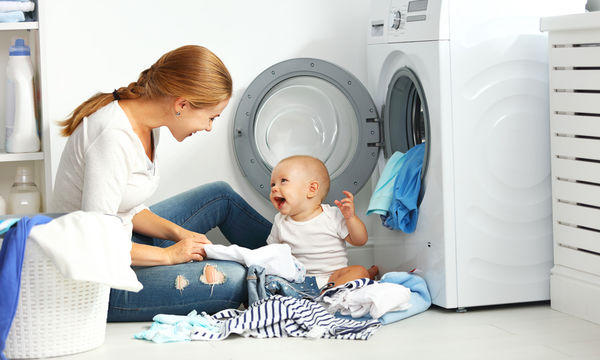 Πώς θα κάνεις τις δουλειές του σπιτιού, όταν έχεις νεογέννητο μωρό