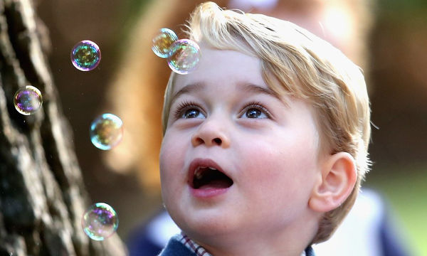 Οι πιο απίθανες πόζες του πρίγκιπα George που έχουν ξετρελάνει το διαδίκτυο