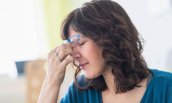 Αυτοί είναι οι 10 πιο συνηθισμένοι λόγοι που ξυπνάτε με πονοκέφαλο