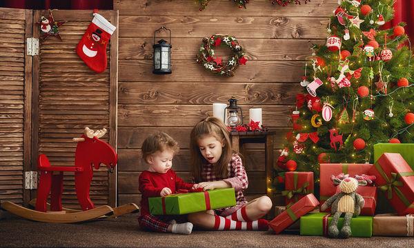 Χριστούγεννα: Οι οικογενειακές παραδόσεις που μεγαλώσαμε και θα λατρέψουν τα παιδιά μας