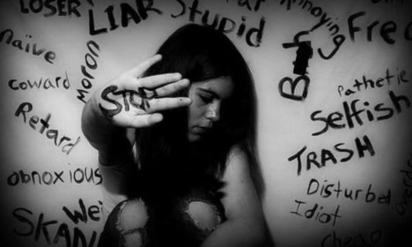 Τα πολλά πρόσωπα της κακοποίησης: 6 σημάδια για να την αναγνωρίσετε