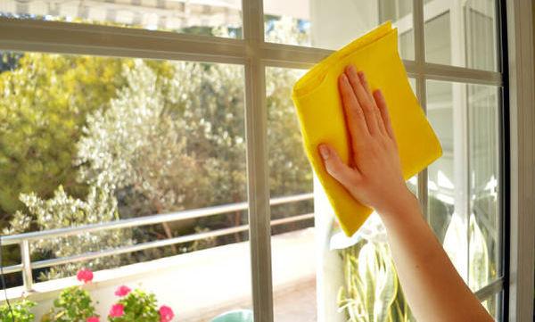Τα 5 πιο συχνά λάθη που κάνουμε, όταν καθαρίζουμε τα τζάμια