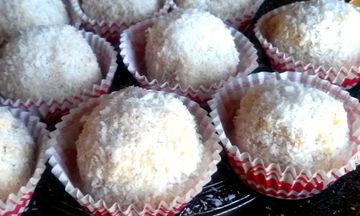 Πεντανόστιμη συνταγή για τρουφάκια κουραμπιέ - Φέτος φτιάξτε τον κουραμπιέ αλλιώς