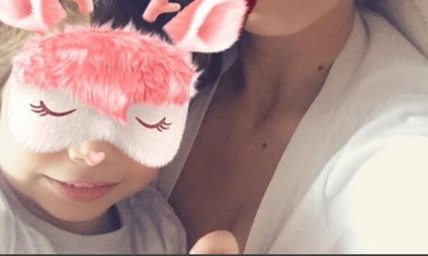Γνωστή ηθοποιός ποζάρει με το γιο της και τρελαίνει το Instagram (photo)