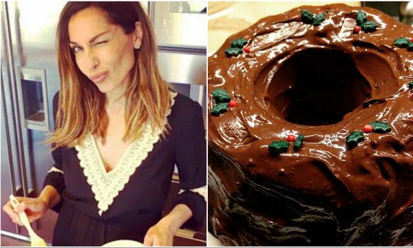 «Κεράστε» τον Άγιο Βασίλη με το σοκολατένιο κέικ της Δέσποινας Βανδή