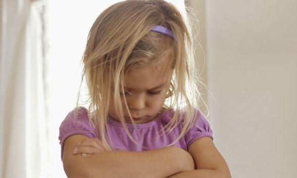 Ανυπάκουο παιδί: Δείτε γιατί οι φωνές σας δεν οδηγούν πουθενά