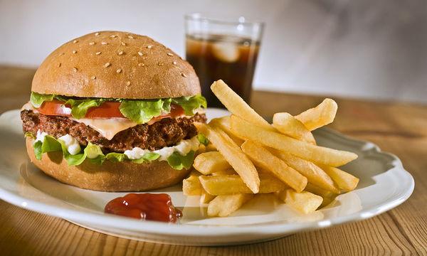 Από τι κινδυνεύουν τα παιδιά που τρώνε συχνά junk food