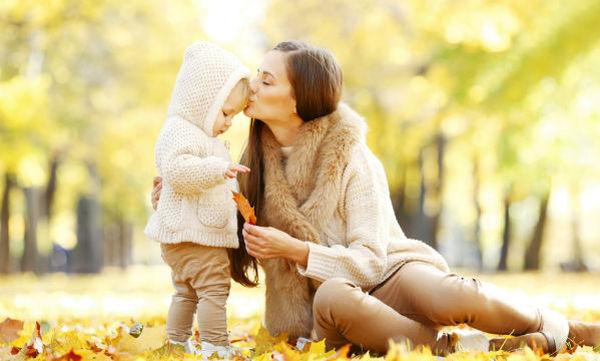 Πέντε γνωστές μαμάδες αποκαλύπτουν την αστεία πλευρά της μητρότητας