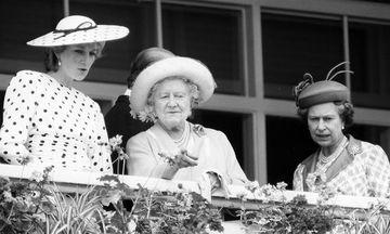 Ρετρό φωτογραφίες της Βασιλομήτωρ Ελισάβετ, που μας ταξιδεύουν σε άλλες εποχές