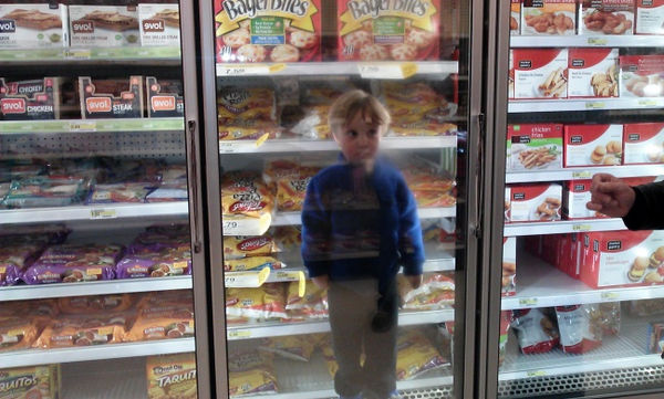Οι βόλτες στα μαγαζιά τα Χριστούγεννα με τα παιδιά, είναι κάπως έτσι…. (pics)