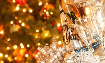 Tips για να μην πάρετε πολλές θερμίδες στο πρωτοχρονιάτικο τραπέζι