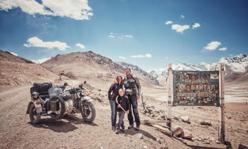 Ζευγάρι μαζί με τον 6χρονο γιο του ταξίδεψε 26.000 χλμ με μια μοτοσυκλέτα καλάθι (pics)