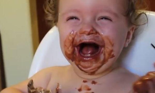 Αυτά τα μωρά θα σας κάνουν να γελάσετε μέχρι δακρύων (vid)
