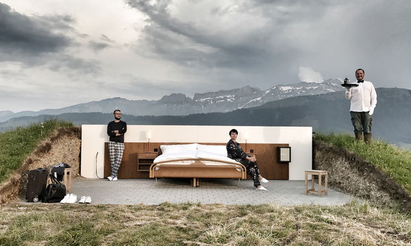 Θα μένατε σε ένα ξενοδοχείο χωρίς οροφή και τοίχους; Λειτουργεί κι έχει και μπάτλερ! (video)