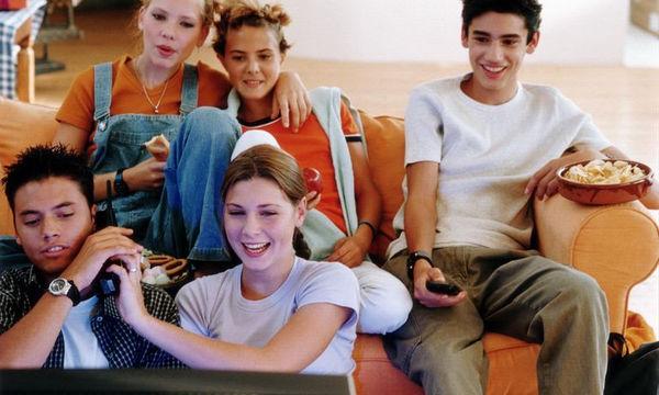 Πώς επηρεάζει η τηλεόραση τις διατροφικές συνήθειες των εφήβων;