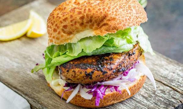 Υγιεινή και θρεπτική συνταγή για παιδιά: Burger με κοτόπουλο
