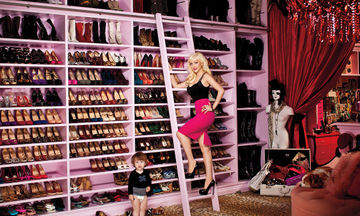 Διάσημες κυρίες άνοιξαν τις ντουλάπες τους και μείναμε με το στόμα ανοιχτό (pics)