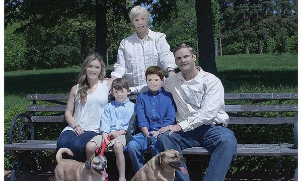 Κλαίει το διαδίκτυο από τα γέλια: Η πιο αστεία επαγγελματική φωτογράφηση μίας οικογένειας (pics)
