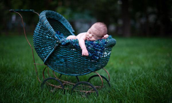 Νεογέννητο μωρό: Πότε μπορεί να κάνει την πρώτη του βόλτα;