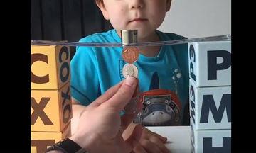 Αυτός ο μπαμπάς βρήκε τον πιο δημιουργικό τρόπο να παίζει με τα παιδιά του (video)