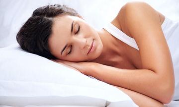 Ποιες τροφές δυσχεραίνουν τον ύπνο μας