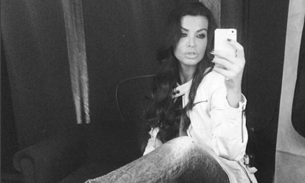 Νίνα Λοτσάρη: Δε διστάζει να δείξει στο Instagram τις ραγάδες από τις εγκυμοσύνες της (pic)