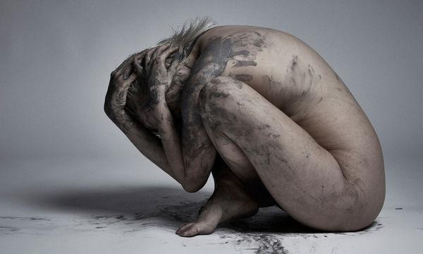 Οι σκοτεινές σκέψεις της μητρότητας, μέσα από φωτογραφίες που σε καθηλώνουν (pics)