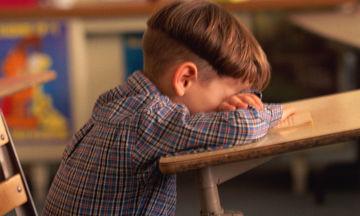 Κορόιδεψαν συμμαθητή τους για το ροζ χρώμα στα παπούτσια του - Η αντίδραση της δασκάλας μοναδική