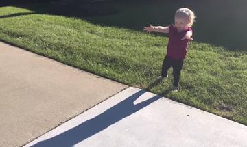 Παιδιά αντικρίζουν για πρώτη φορά τη σκιά τους – Η απίθανη αντίδρασή τους (video)