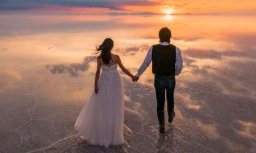 Της έκανε πρόταση γάμου στη μεγαλύτερη αλατο-λίμνη του κόσμου και οι φωτογραφίες είναι εντυπωσιακές