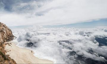 Πώς θα ήταν αν κολυμπούσαμε στα σύννεφα; Φωτογραφίες που «κόβουν» την ανάσα