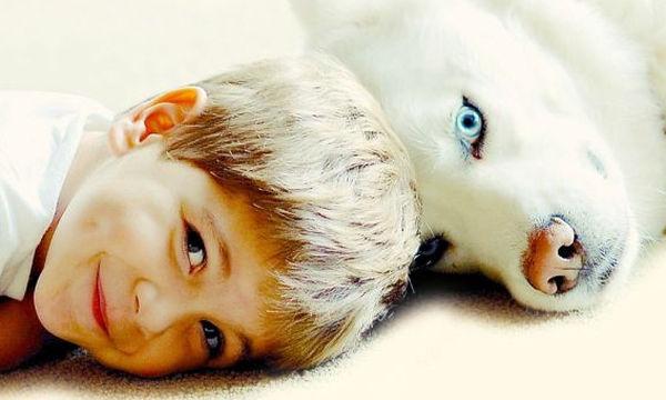 Σαράντα φωτογραφίες που δείχνουν τη μοναδική σχέση παιδιών και σκύλων