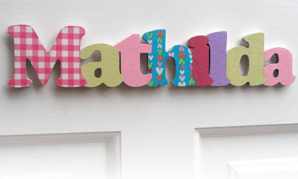 Γράψτε το όνομα του παιδιού σας στην πόρτα του δωματίου με πρωτότυπα γράμματα
