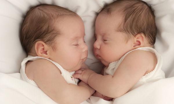 Θα «λιώσετε»: Υπέροχες φωτογραφίες με νεογέννητα δίδυμα (pics)