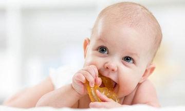Δόντια μωρού: 5 tips για να το ανακουφίσετε από τον πόνο