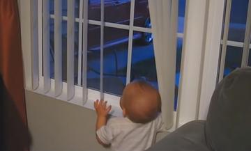 Ο μπαμπάς επέστρεψε στο σπίτι-Η χαρά των μωρών όταν βλέπουν τους μπαμπάδες τους (vid)