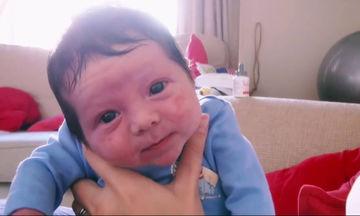 Το 24ωρο ενός ζευγαριού με νεογέννητο μωρό στο σπίτι σε ένα ρεαλιστικό βίντεο