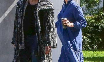 Κι άλλη δημόσια εμφάνιση της γνωστής ηθοποιού με φουσκωμένη κοιλίτσα - Αυτή τη φορά με τη μαμά της