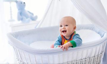 Οι πιο συχνοί λόγοι που ξυπνάει το μωρό τη νύχτα