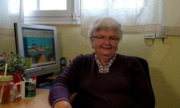 Αυτή η 87 χρονη ξεκίνησε ζωγραφική στον υπολογιστή και έχει ενθουσιάσει το διαδίκτυο