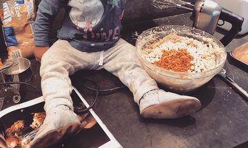 Μαγειρεύοντας με την κόρη της λίγο πριν γεννήσει (pics)