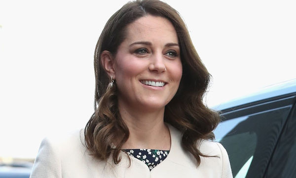 Η Kate Middleton ήταν η επιτομή του «maternity chic» στη σημερινή της εμφάνιση