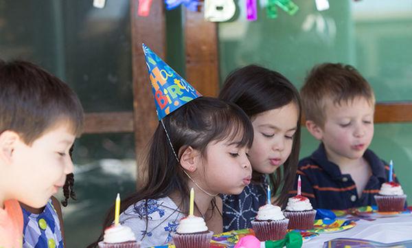 Γενέθλια στην τάξη του παιδιού σας: Ιδέες για να μείνουν αξέχαστα κι εσείς να οργανωθείτε καλύτερα